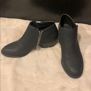 Unionbay women's black ankle booties